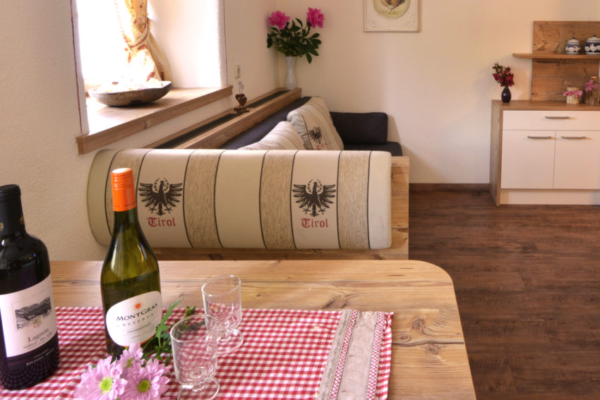 Appartement Pircher Maes in Telfes im Stubaital Blick in die Wohnküche
