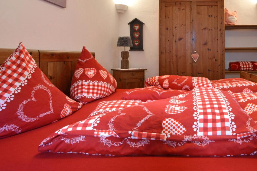 Pircher-Maes Appartement - Blick ins Schlafzimmer des Appartement Tirol