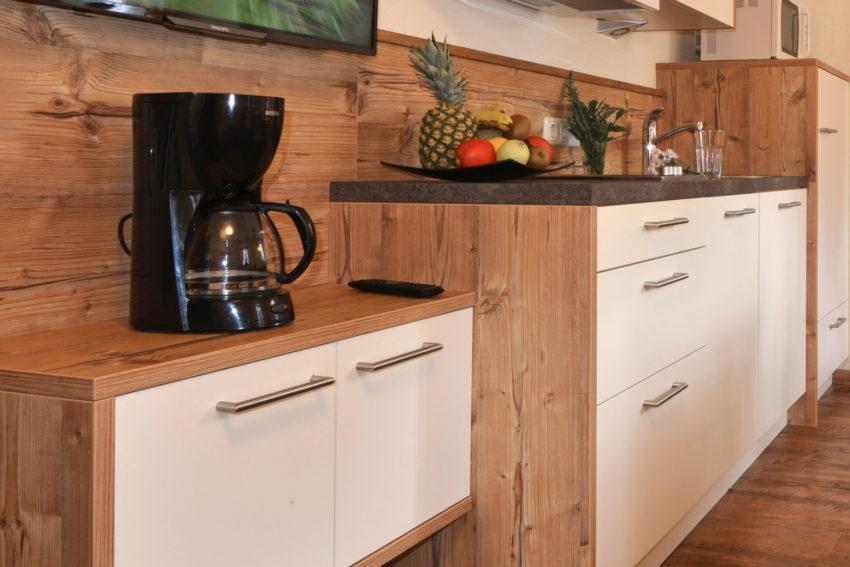 Pircher-Maes Appartements - Sicht in die Wohnküche des Appartement Tirol