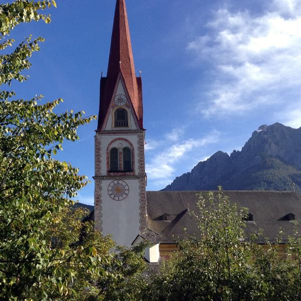 Appartement Tirol Blick auf die Kirche von Telfes im Stubai