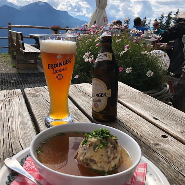 Appartement Tirol - Nach einer anspruchsvollen Wanderung - Rast auf der Alm