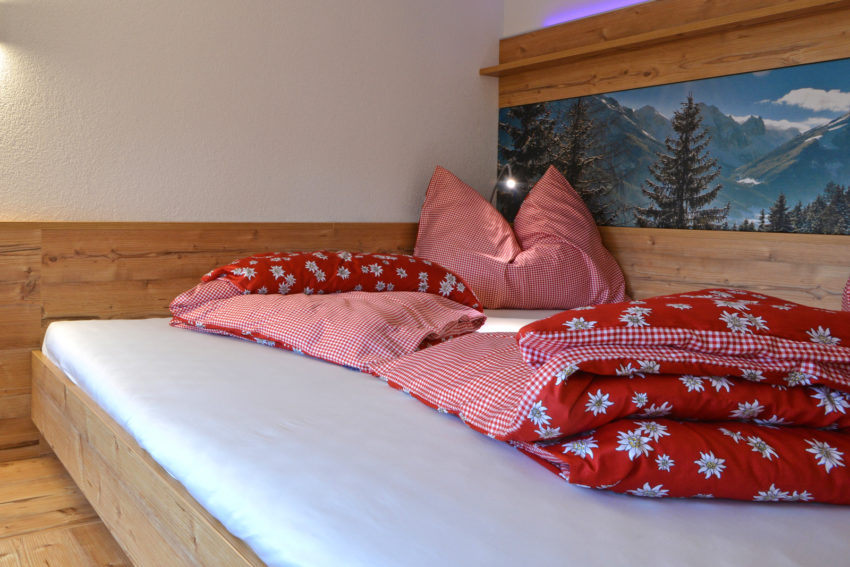 Appartement Pircher-Maes im Tiroler Stubaital Hüttenschlafzimmer im Appartement Alpenlodge