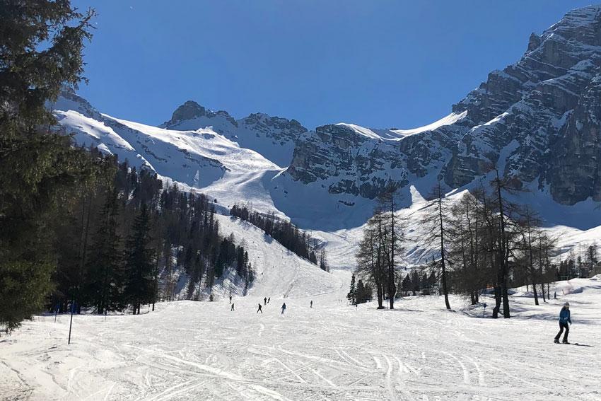 Sonnenski im Skigebiet Schlick2000