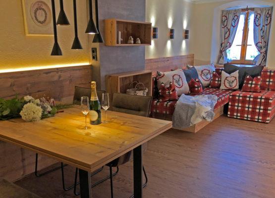 Wohnraum Appartement Stubai mit Sofa