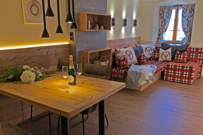 Appartement Pircher-Maes in Telfes im Stubaital - Wohnraum Appartement Stubai mit Sofa